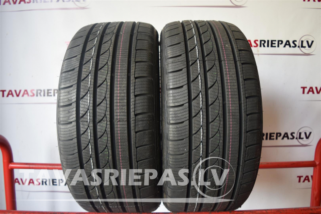 TRACMAX Ice Plus S210 235/45 R18